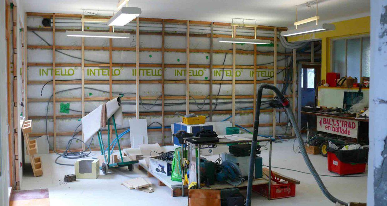 chantier de rénovation d'une ancienne école, isolation intérieure